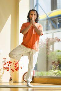 Йога пози с Пракаш