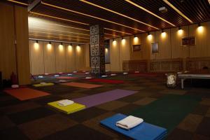 Празна зала за йога