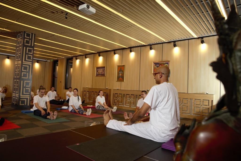 Провеждане на йога курс с Камал