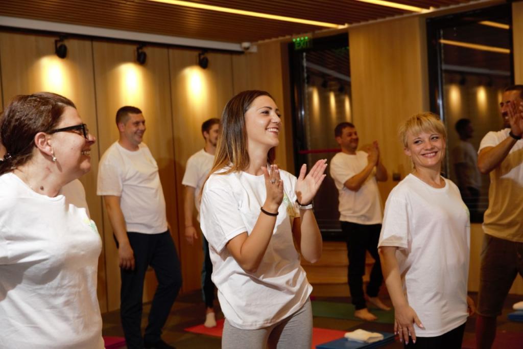 Снимки на участници в йога курсове
