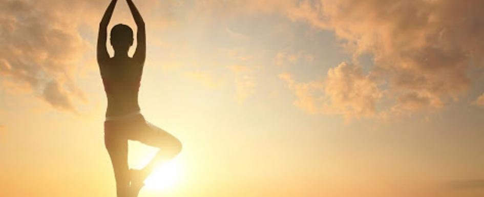 Йога поздрав към слънцето