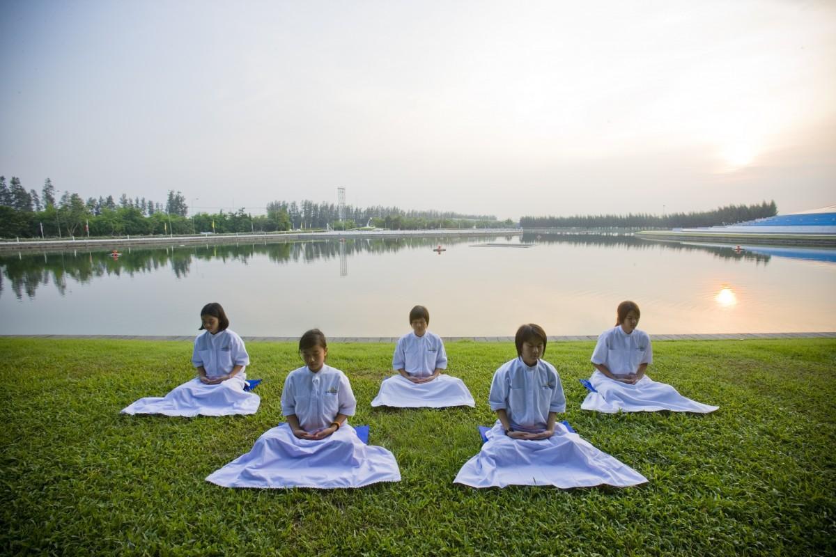 Групови йога медитации на открито
