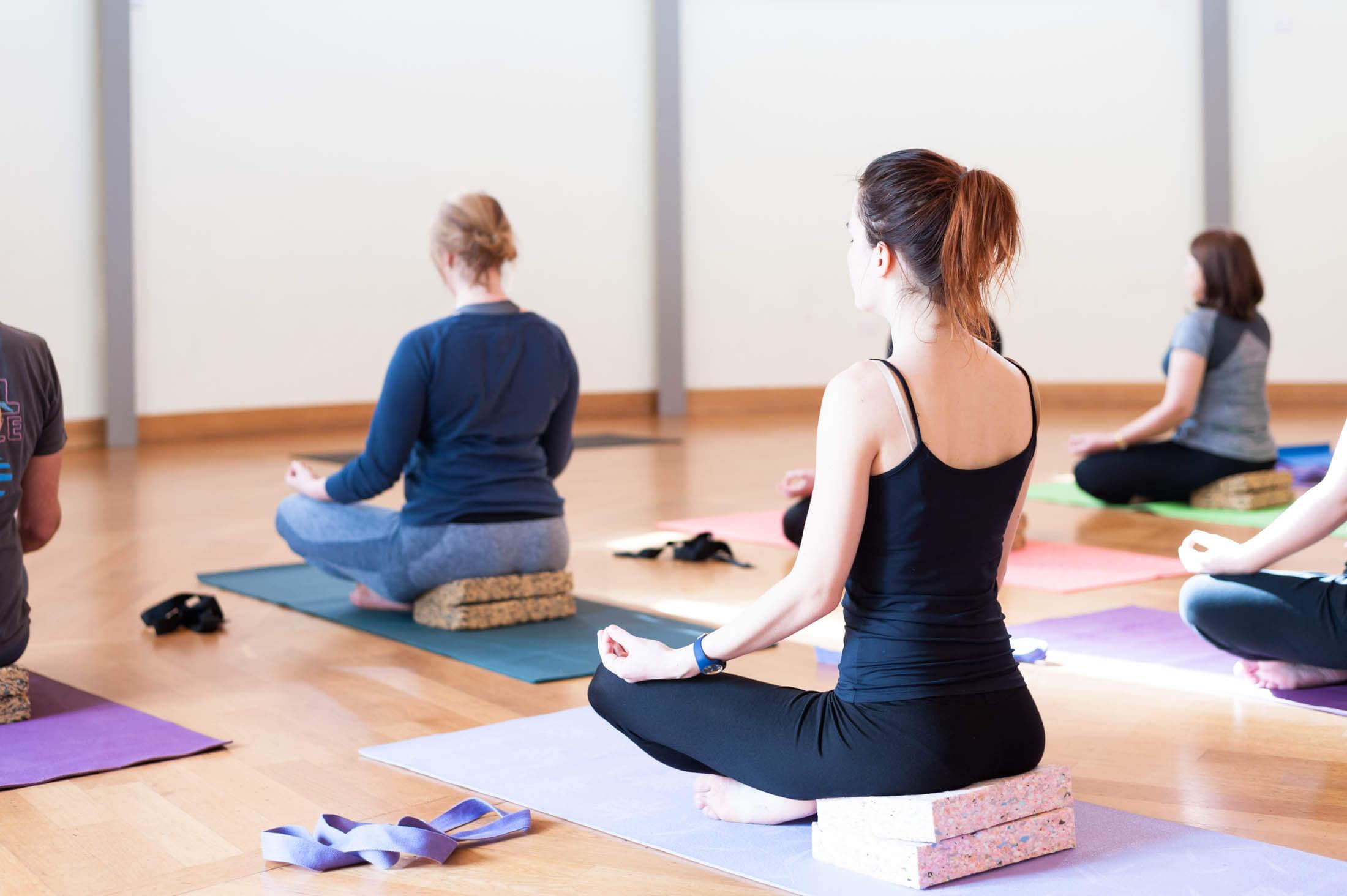 Групова йога | LuckyYoga