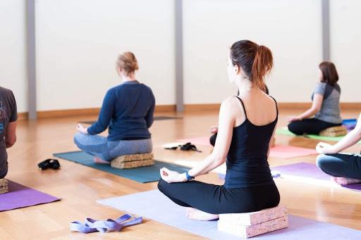Йога за баланс на дънна чакра