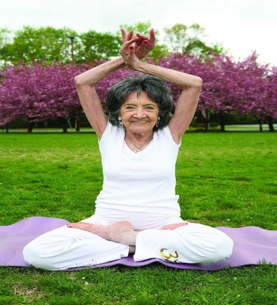 Кои са най-възрастните йога учители в света?
