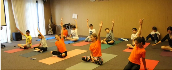 Може ли йога да помогне при наднормено тегло при децата?